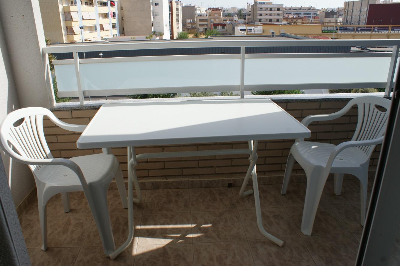 Saisonmiete Etagenwohnung  Avenida cortes valencianas, 22. Apartamento con terraza, a pocos metros del mar, en alquiler vac