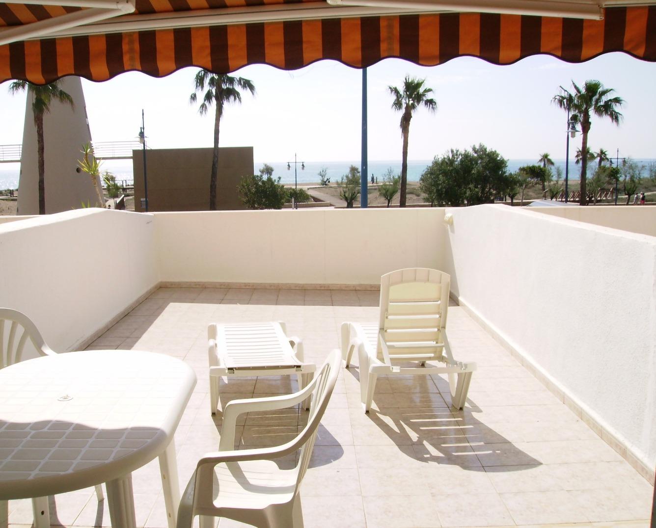 Lloguer de temporada Pis  Avenida valencia, 151-149. Apartamento de 50 m² con terraza, vistas frontales al mar, de 2