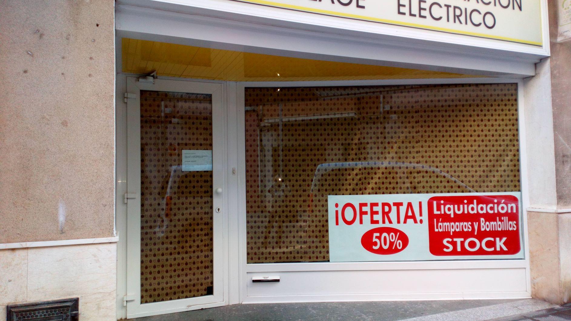 Lloguer Local Comercial  Calle cristo del mar. Local comercial con altillo, situado en zona céntrica.