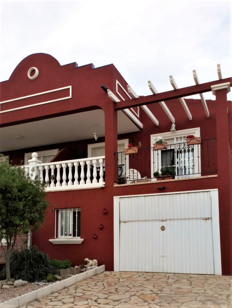 Casa  Avenida de la estación, 103. Chalet pareado para entrar a vivir, de 3 dormitorios, en la urba