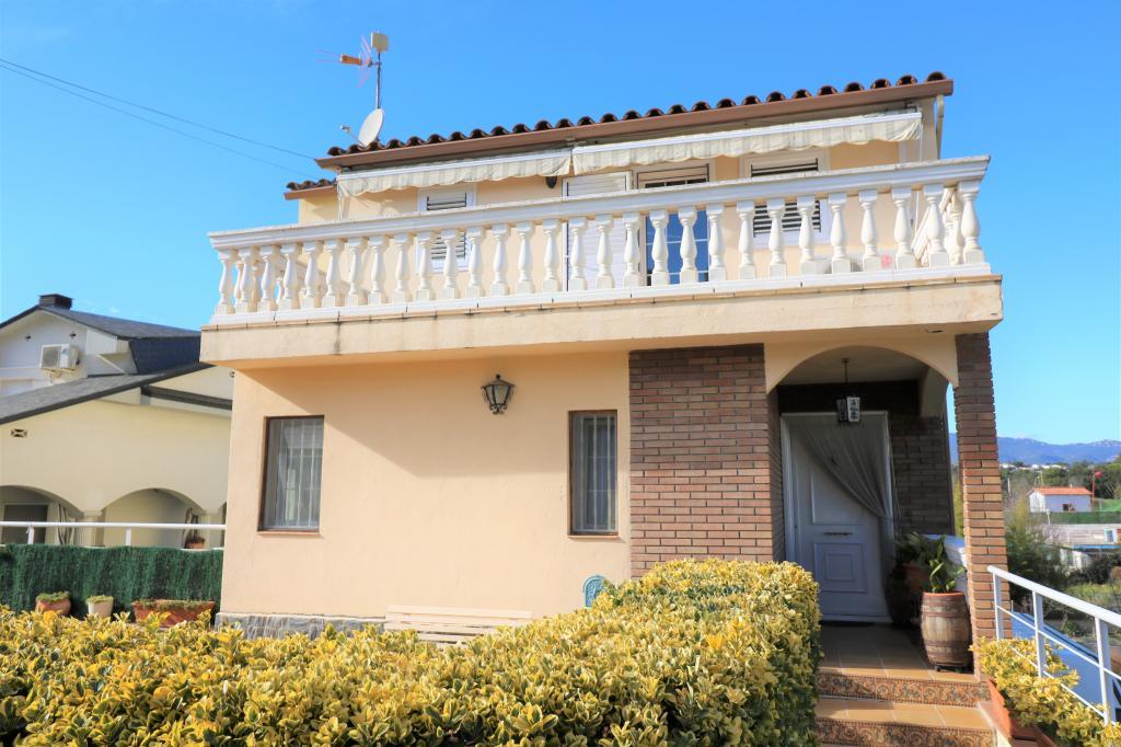 Casa en Lliçà d´Amunt. Gran casa para 2 familias