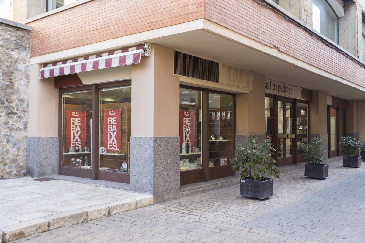 Local Comercial  Calle marquesos de palmerola. Local comercial en venda - sant hipolit de voltregà