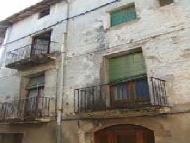 Haus in Eixample Sud-Migdia. Casa en venta en besalú (girona) ganganell