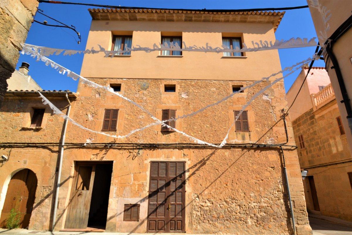 Casa  Petra ,centro del pueblo. Señorial casa de pueblo en Petra lista para entrar a vivir.