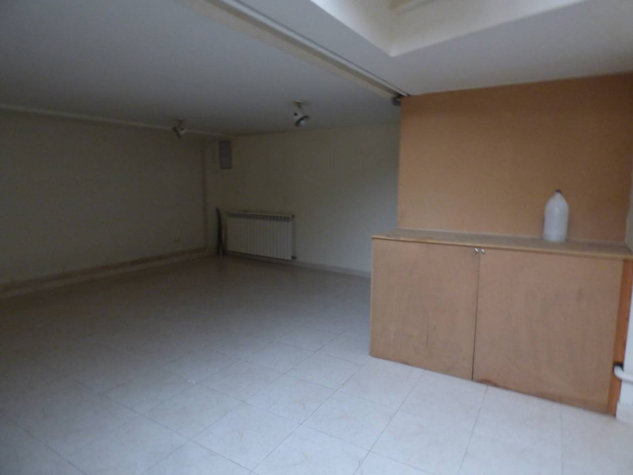 Alquiler Local Comercial  Bellver de cerdanya. Superficie total 110 m², local comercial superficie útil 100 m²,