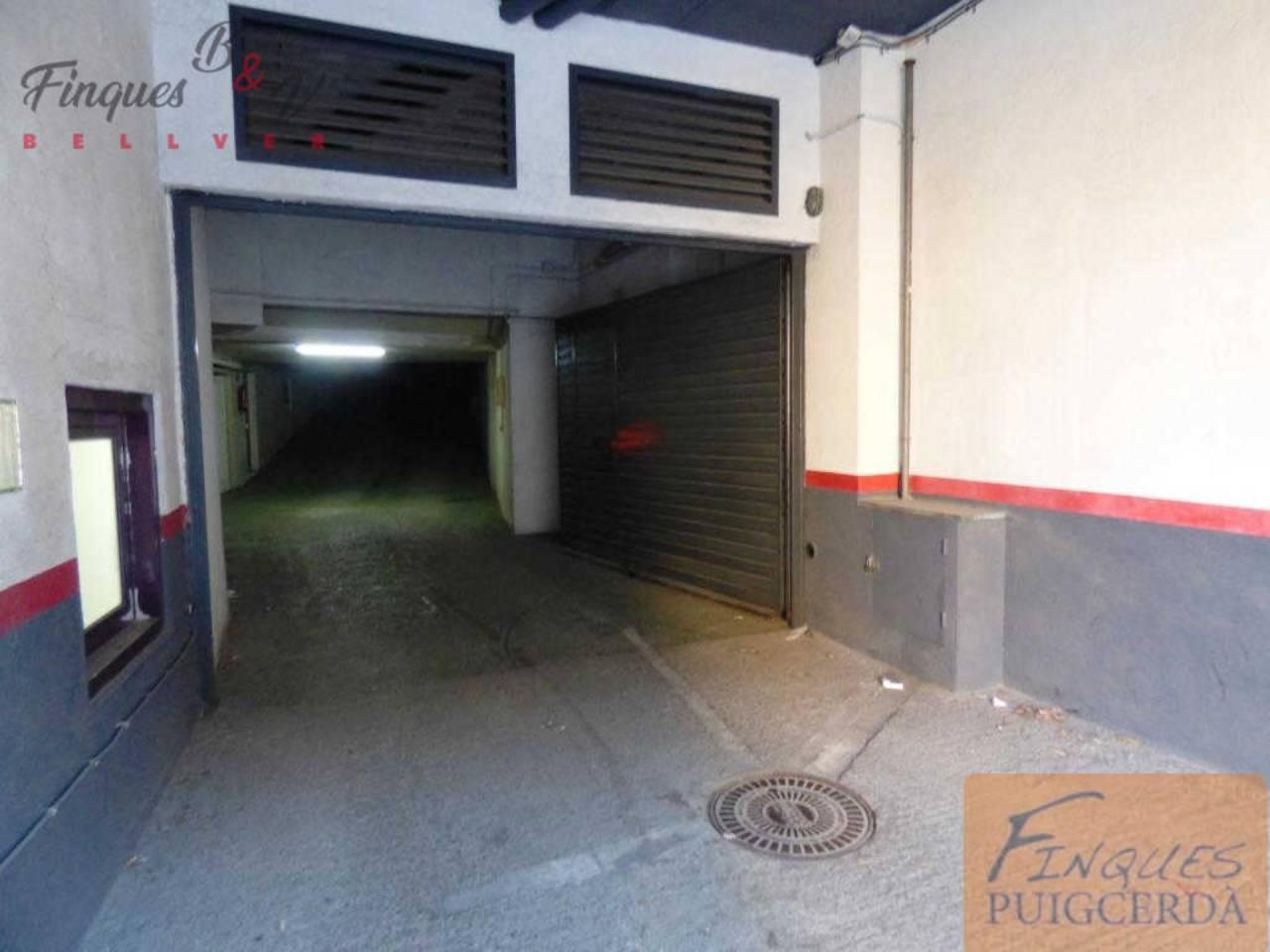 Aparcament cotxe  Calle higini de rivera, 0. Parking cerrado con capacidad para dos o más coches.