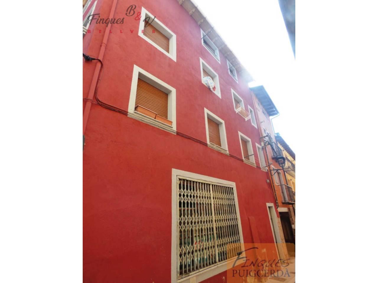 Edificio  Calle capcir, 3. Edificio en el centro de puigcerdà a la venta. el edificio cons