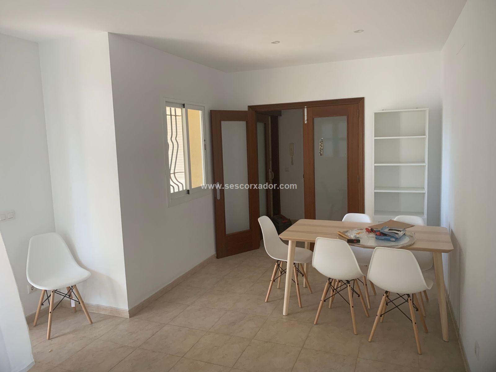 Affitto Appartamento  Calle cabrera, s/n. Atractiva y especial plata baja cerca del mar.