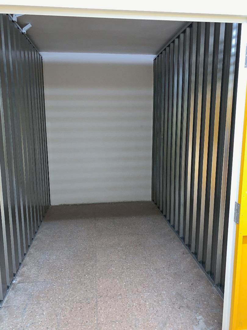 Location Entrepôt  Calle d'alaba, 140. Se alquila trastero grande de 6,5 m2 en glòries.