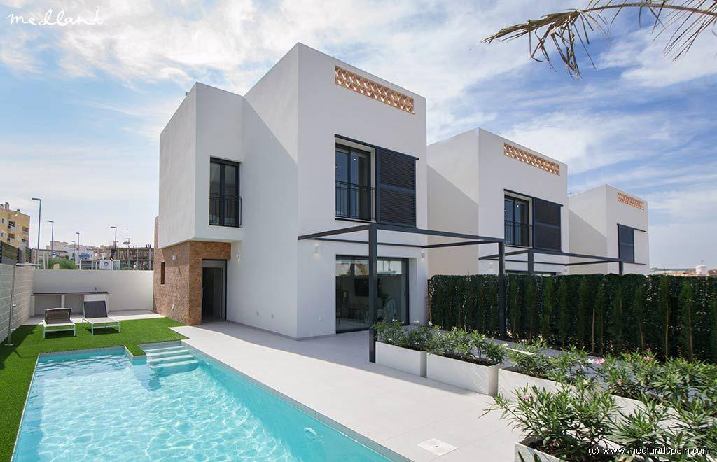 Casa a Benijófar. Modernas villas independientes en Benijófar