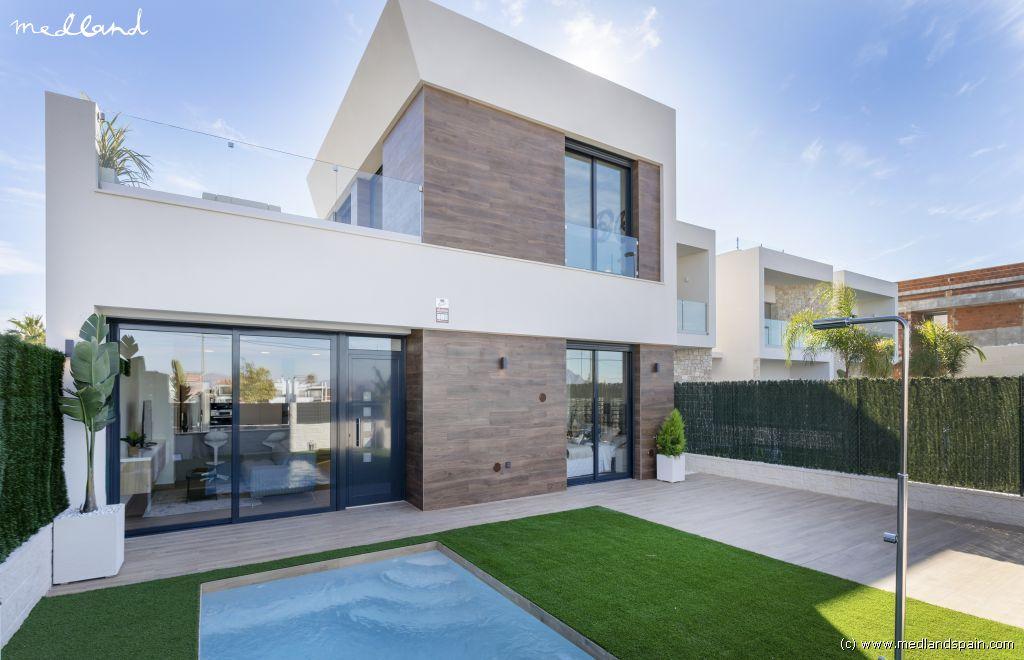 Casa en Benijófar. Moderno chalet con grandes terrazas y piscina privada en benijóf