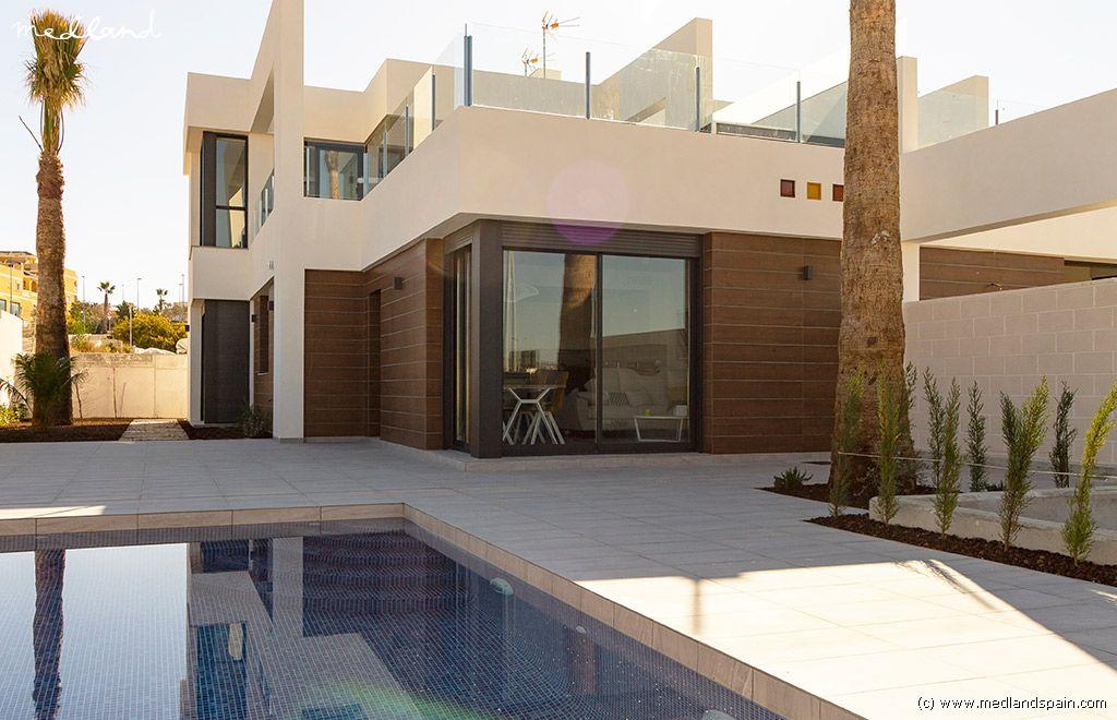 Casa en Benijófar. Chalet adosado con piscina privada en benijofar