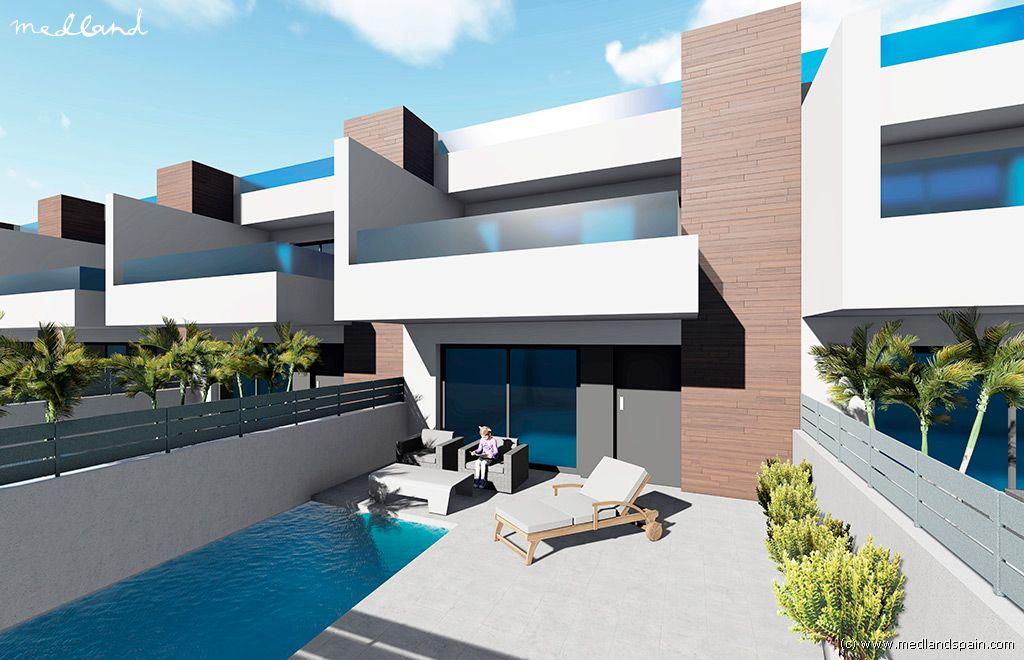 Casa en Benijófar. Chalet adosado de 3 dormitorios con piscina privada y solárium e