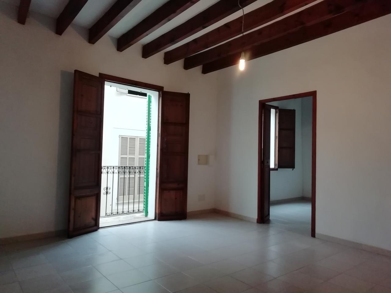 Alquiler Piso  Zona ayuntamiento. 1er piso de gran casa mallorquina con acceso independiente desde