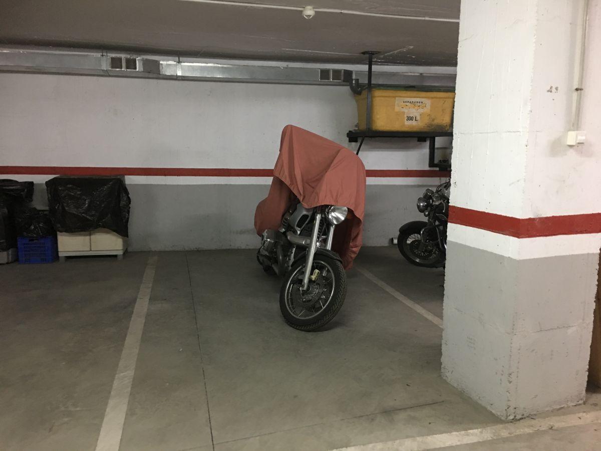 Parking coche  Centre. Aparcamiento en venta en centre.