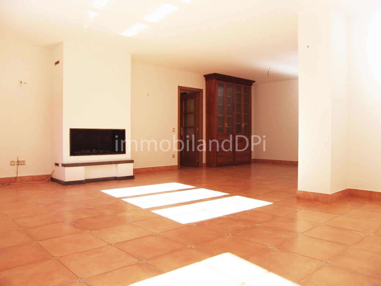 Lloguer Pis  Calle la turera,. 120 m2 aprox amb terrassa d'us provatiu de 20 m2 aprox, 3 dormit