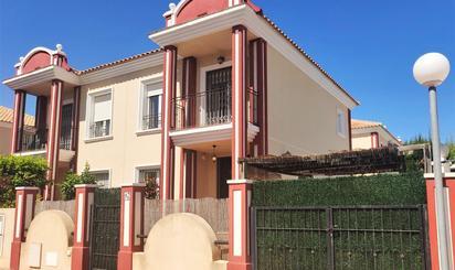 Casa adosada de alquiler en Campoamor