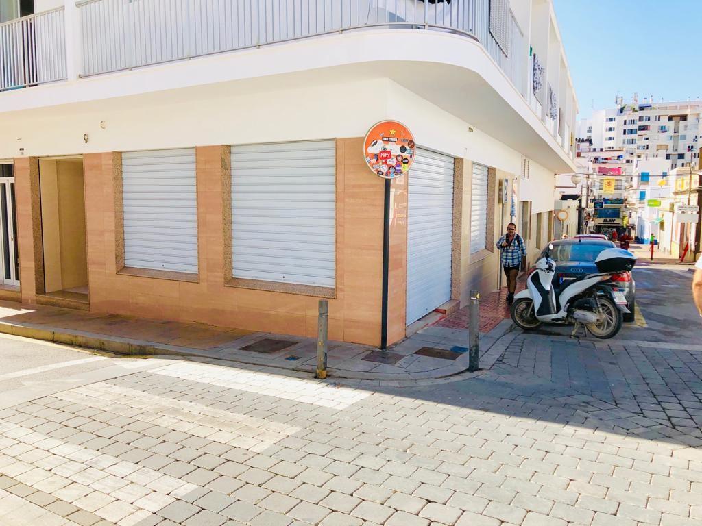 Rent Business premise  Calle d' antoni riquer, 18