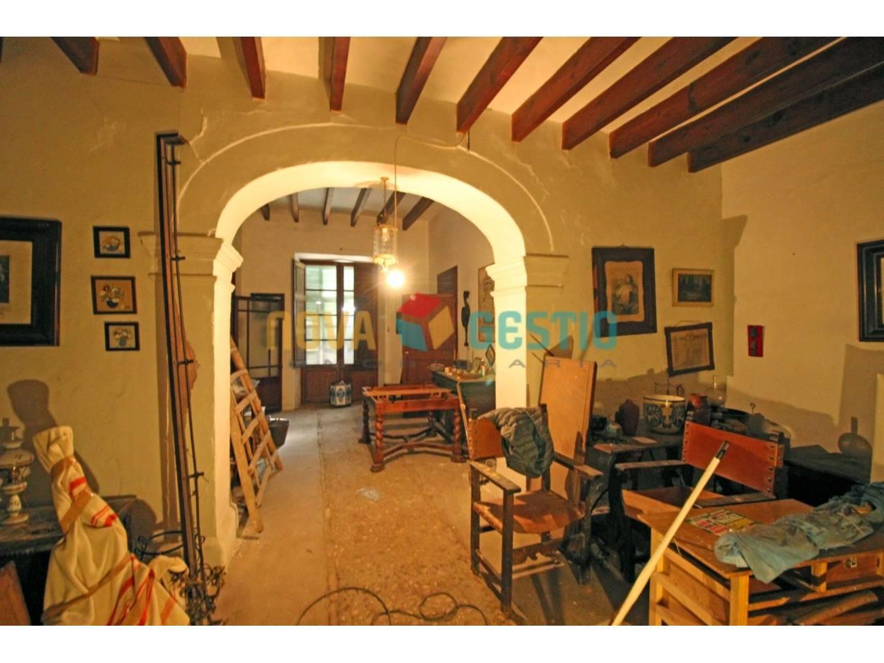 Casa  Petra. Maravillosa casa de pueblo con muchísimo encanto y potencial en