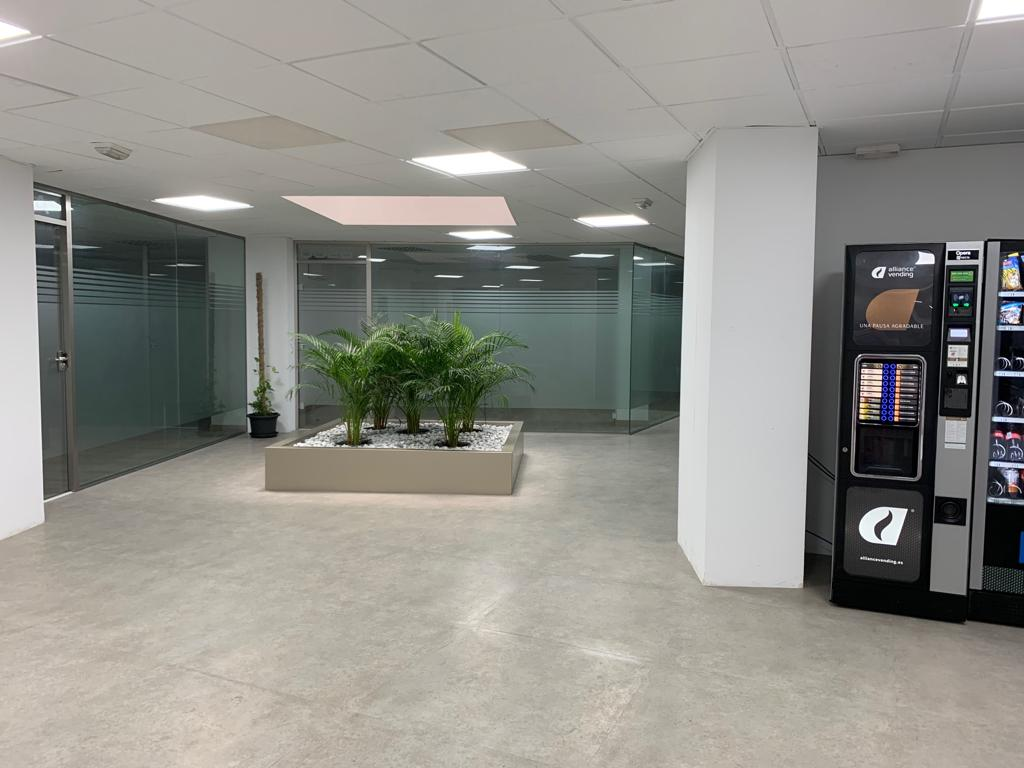 Rent Office space  Avenida enric valor, 3. Todas las oficinas en alquiler disponen de ventanas y luz natur