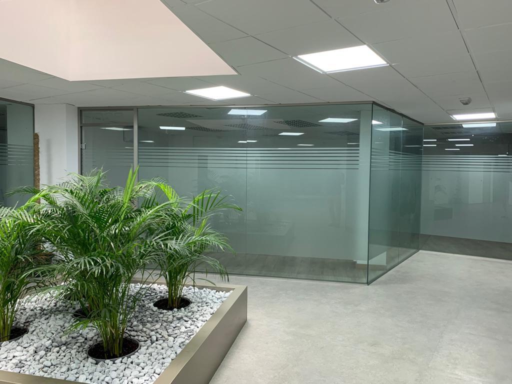 Rent Office space  Avenida enric valor, 3. Todas nuestras oficinas en alquiler disponen de ventanas y luz n