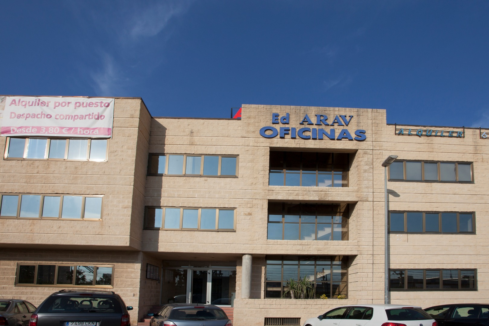 Rent Office space  Avenida enric valor, 3. Disponemos de 52 oficinas en alquiler para pequeñas y medianas e