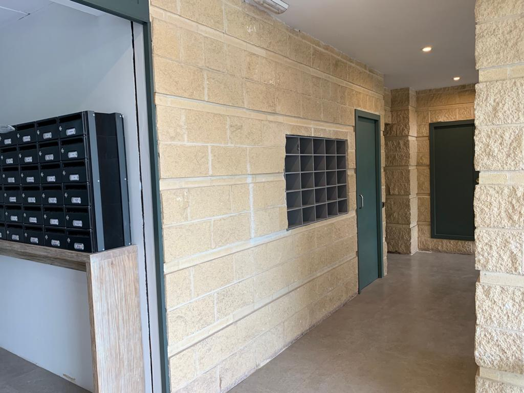 Affitto Ufficio  Avenida enric valor, 3. Disponemos de 54 oficinas en alquiler para pequeñas y medianas e