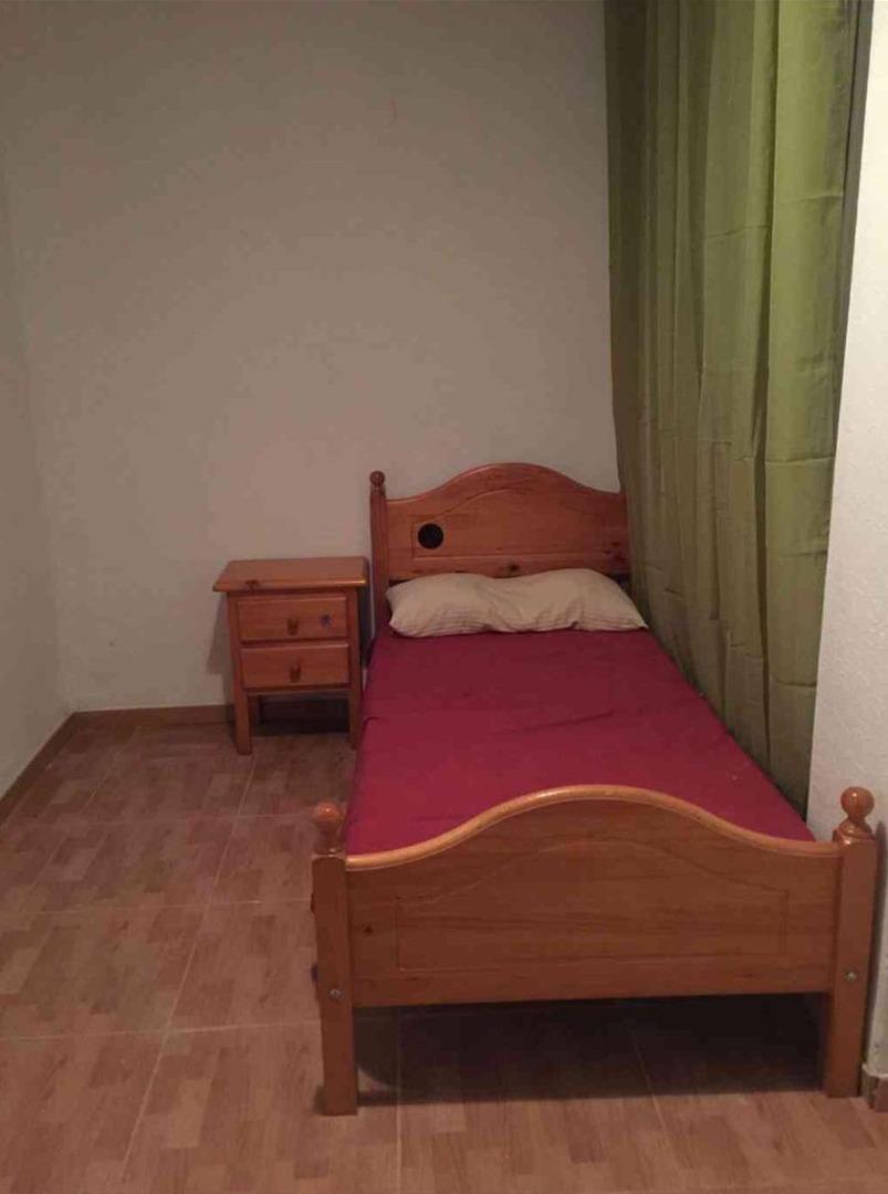 Lloguer Pis  Calle san pio x. Excelente piso de origen pero bien conservado para entrar a vivi