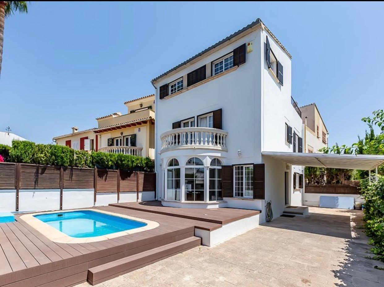 Casa  Calle de sor francesca veronica bassa. Magnífica casa adosada en venta en la exclusiva zona residencial