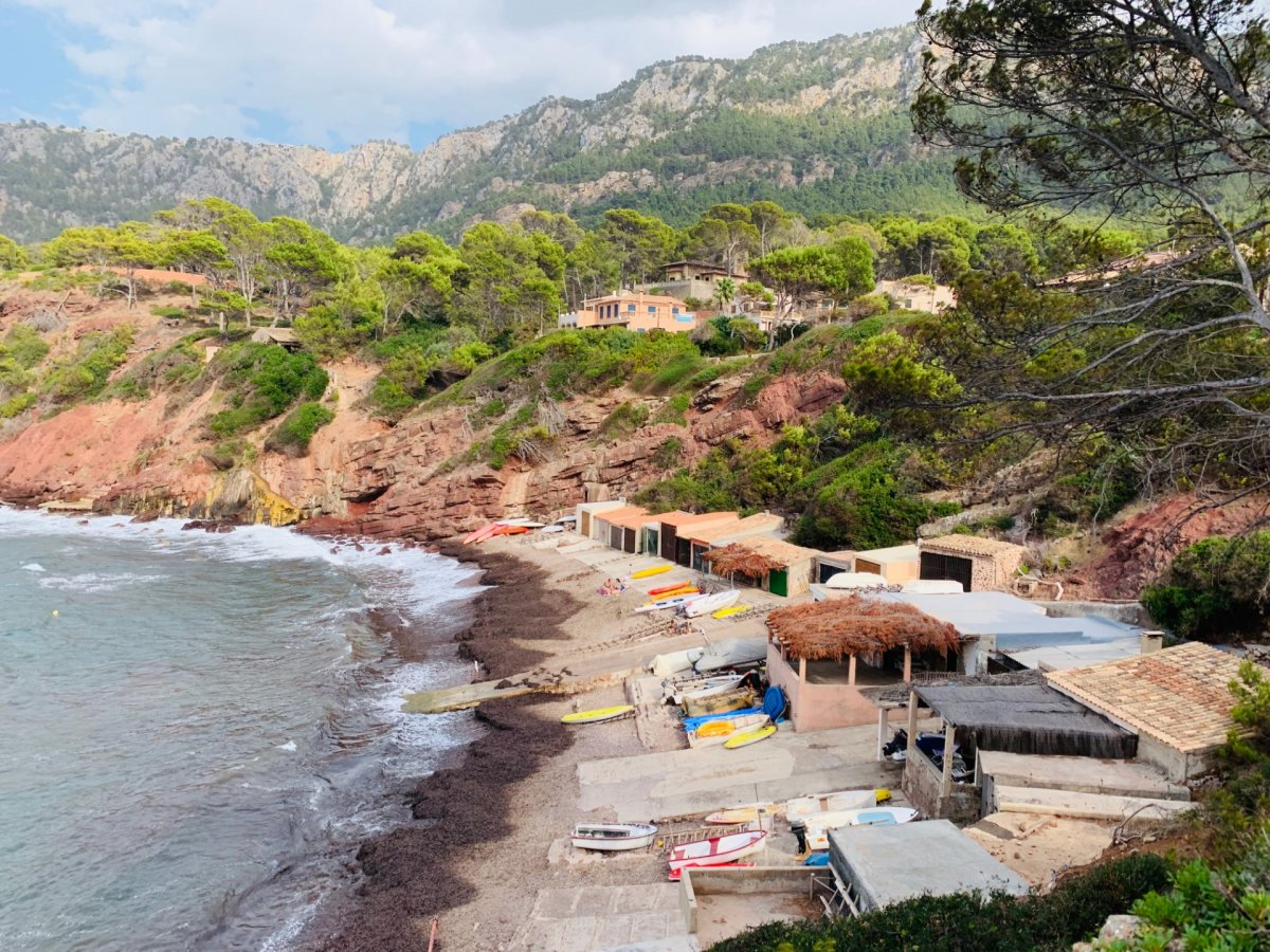 Haus  Banyalbufar ,port d´es canonge. Hermoso chalet pareado a un minuto andando de la playa en port d