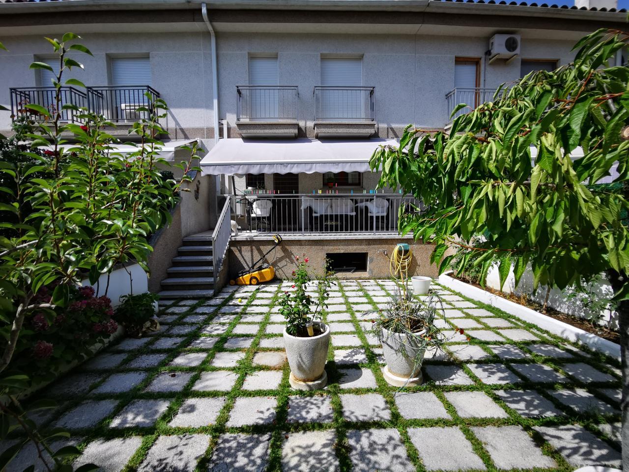 Casa  Calle plaça tres alzines. Magnifica casa adosada