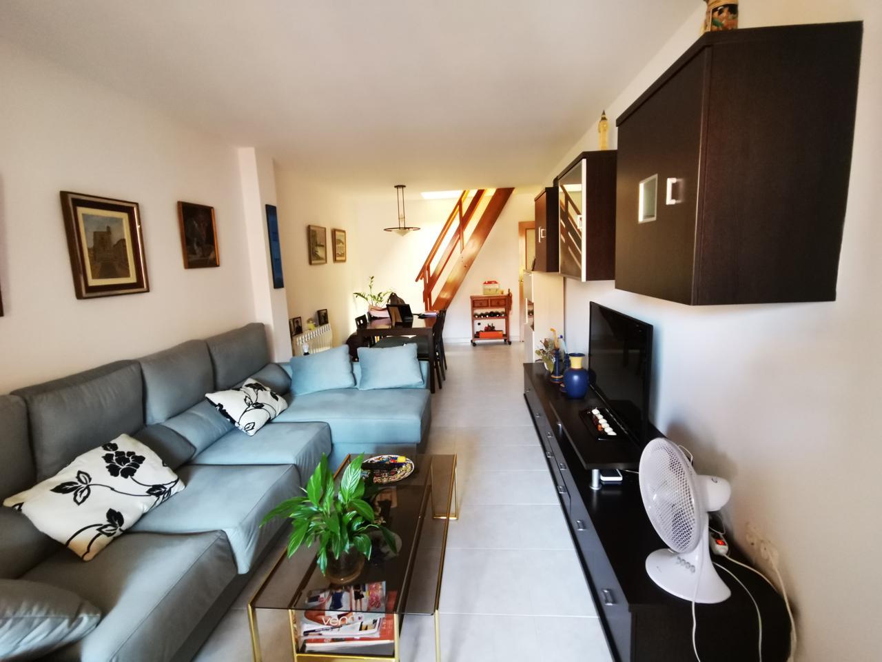 Pis  Calle carrer andreu tuyet i santamaria. Precioso duplex seminuevo. consta de 1 habitación doble, 1 suite