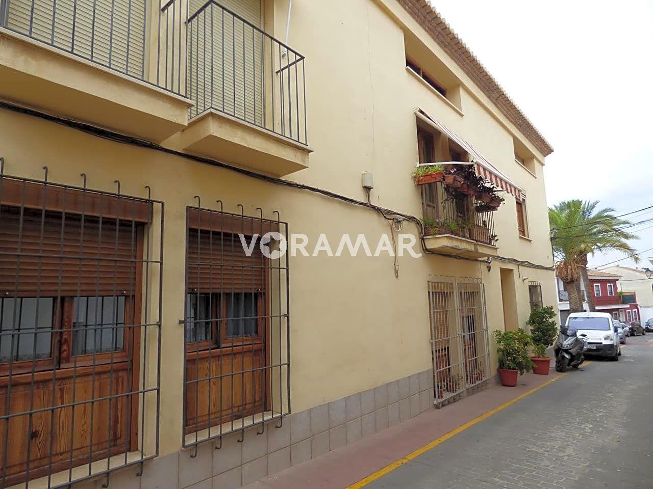 Appartement  Calle miguel servet. Amplia vivienda duplex ático con terraza (18m2 aprox), cuatro ha