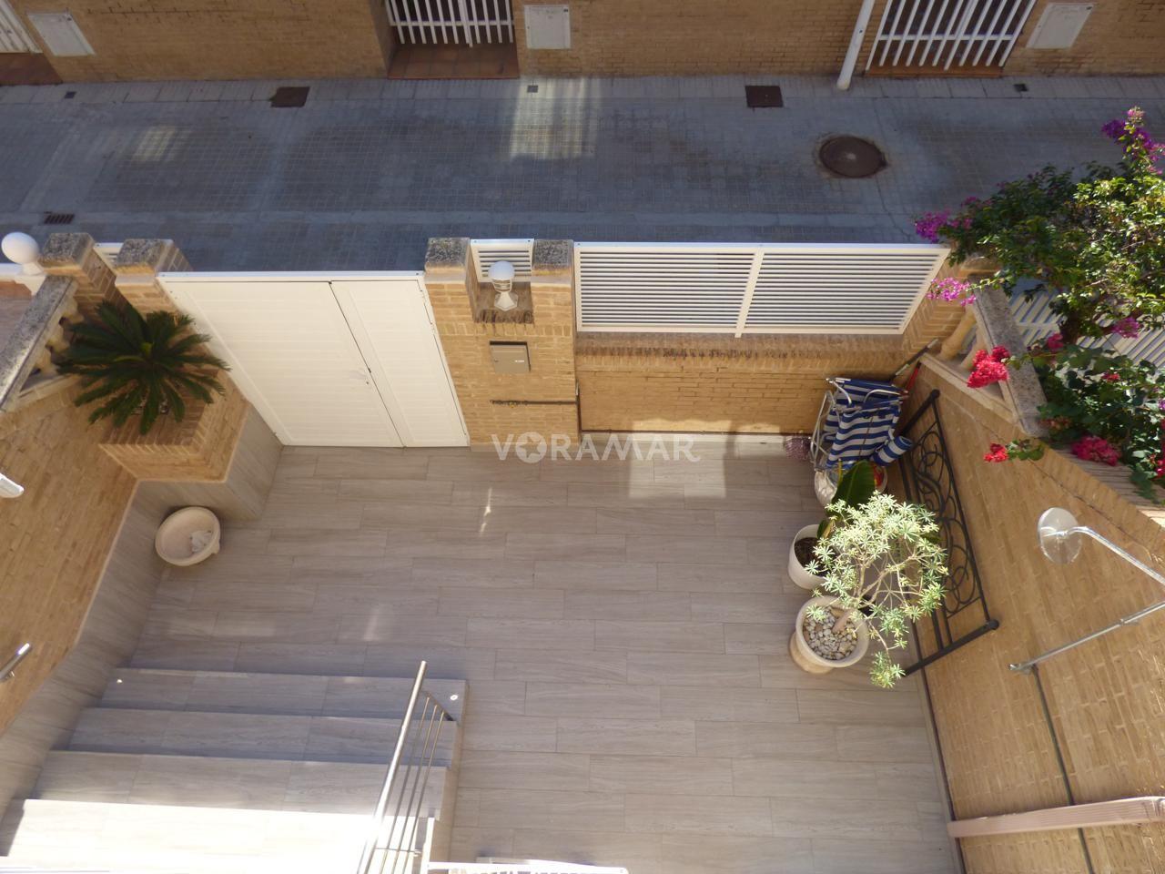 Rental House  Avenida mare nostrum. Bonito adosado,reformado a 100 m2 de la playa de la patacona.sup
