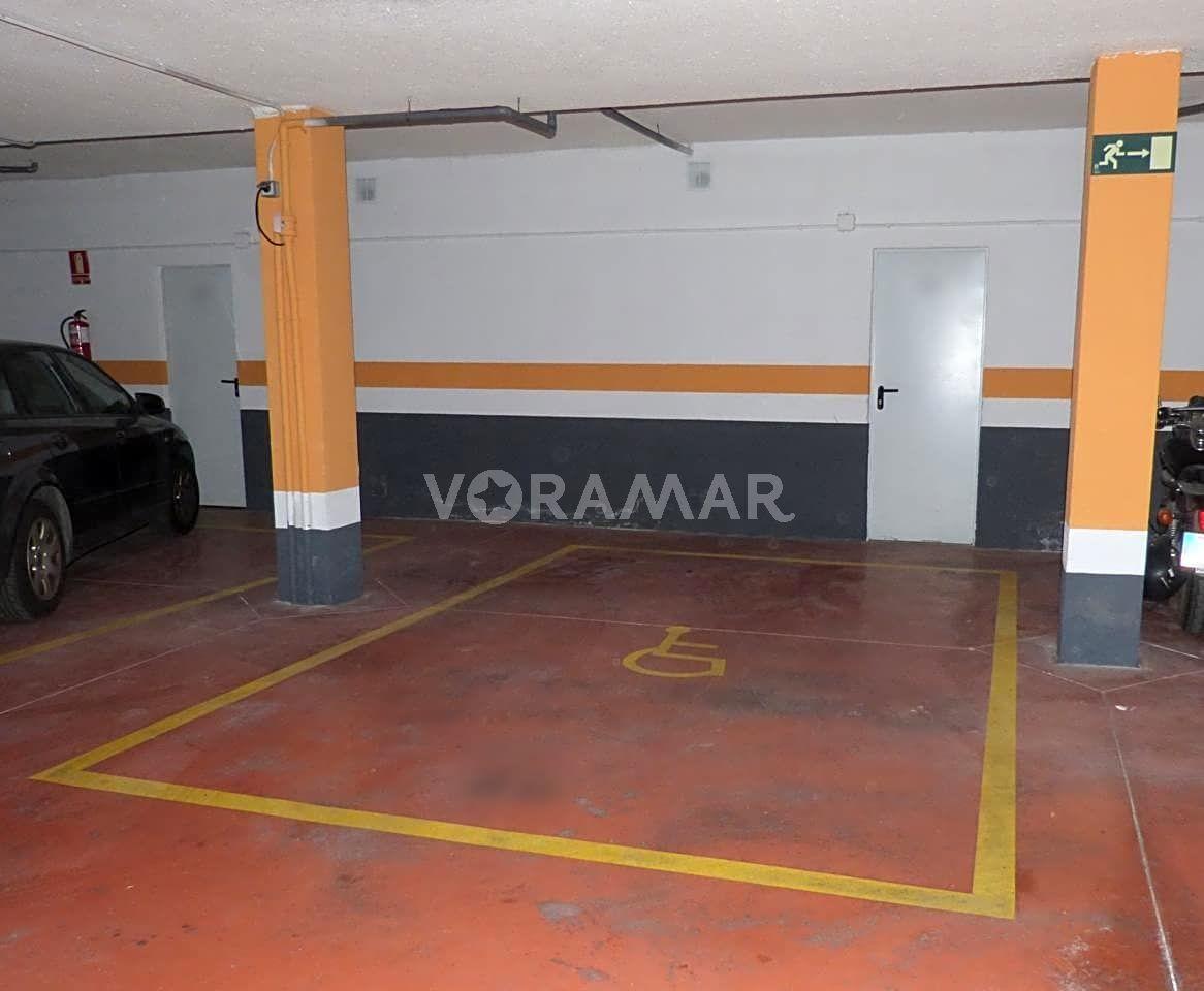 Autoparkplatz  Avenida mare nostrum. Venta de plaza de garaje y trastero en primera linia de playa.pl