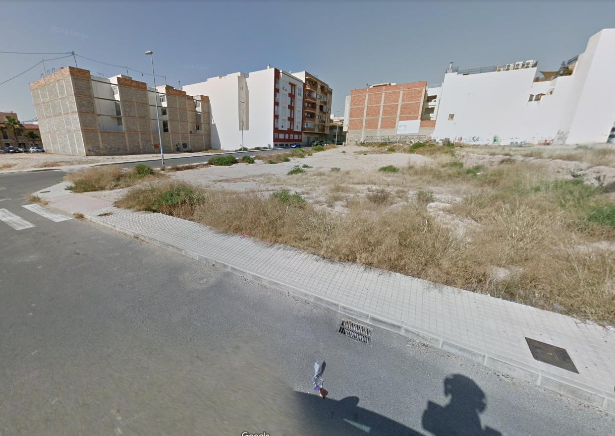 Urban plot  Calle luis góngora. Solar en novelda (alicante) esquina calles gregorio marañón con