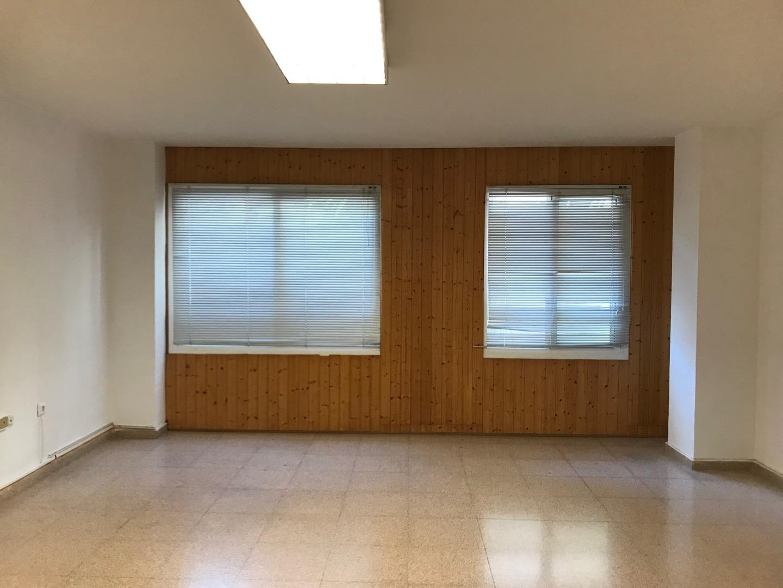 Affitto Ufficio  Avenida ancha de castelar, 106. Entreplanta comercial - profesional en avda. ancha de castelar d