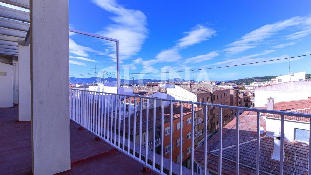 Alquiler Piso  Ibi ,centro. Ático en alquiler con terraza y patio-galería en una sola planta