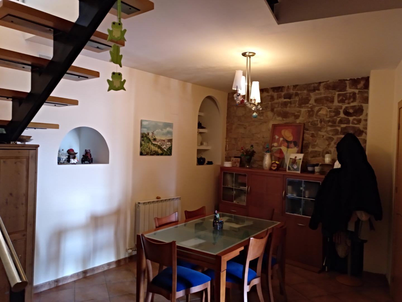Lloguer Casa  Montornès de segarra. Muy soleada,buenas comunicaciones,pueblo tranquilo y acogedor