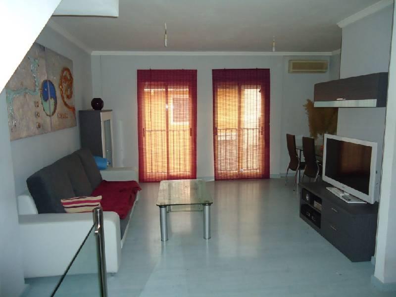 Affitto Appartamento in Ibi. Duplex seminuevo reformado en ibi en zona peatonal, con 3 habita