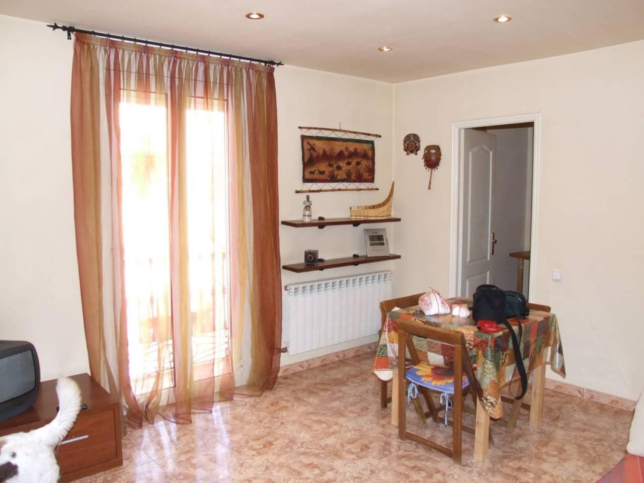 Piso  Calle canonge muntanya. Superf. 65 m²,  2 habitaciones (1 doble,  1 individual),  1 baño