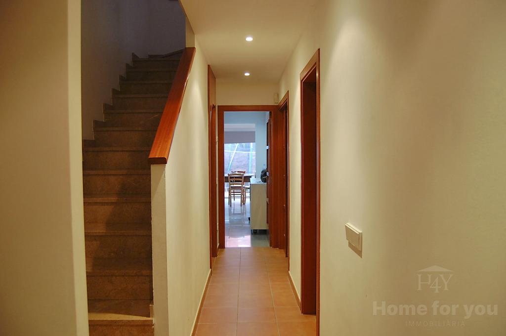 Casa en Pont de Molins. Moderna casa con jardín, garaje, tres dormitorios y gran estudio