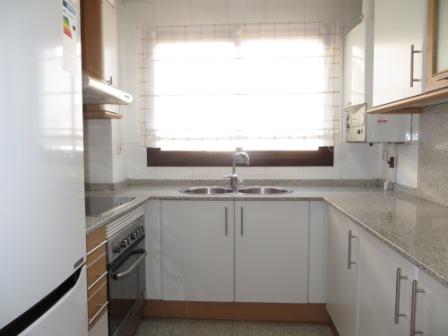 Pis  Centre. Superf. 90 m², útil 75 m²,  2 habitaciones (1 doble con armario