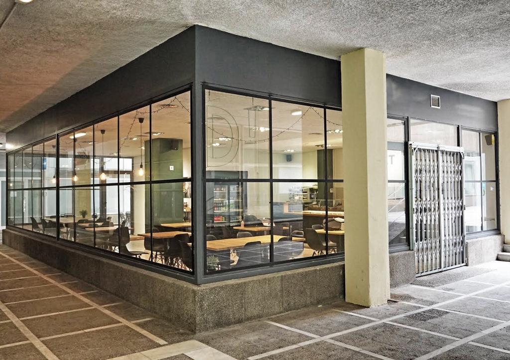 Traspaso Local Comercial  Carrer de batista i roca. Traspaso fantástico restaurante en les corts c3 alta rentabilida