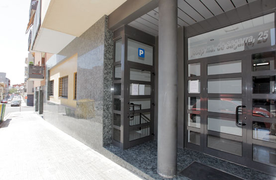 Entrepôt  Calle josep maria de segarra n⺠25-27-29. Almacén en venta en granollers, barcelona