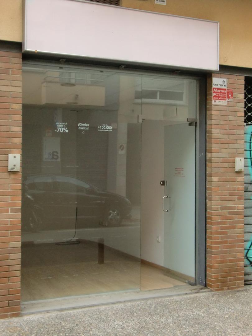Alquiler Local Comercial  Carrer josep maluquer i salvador, 30. Local economic i centric