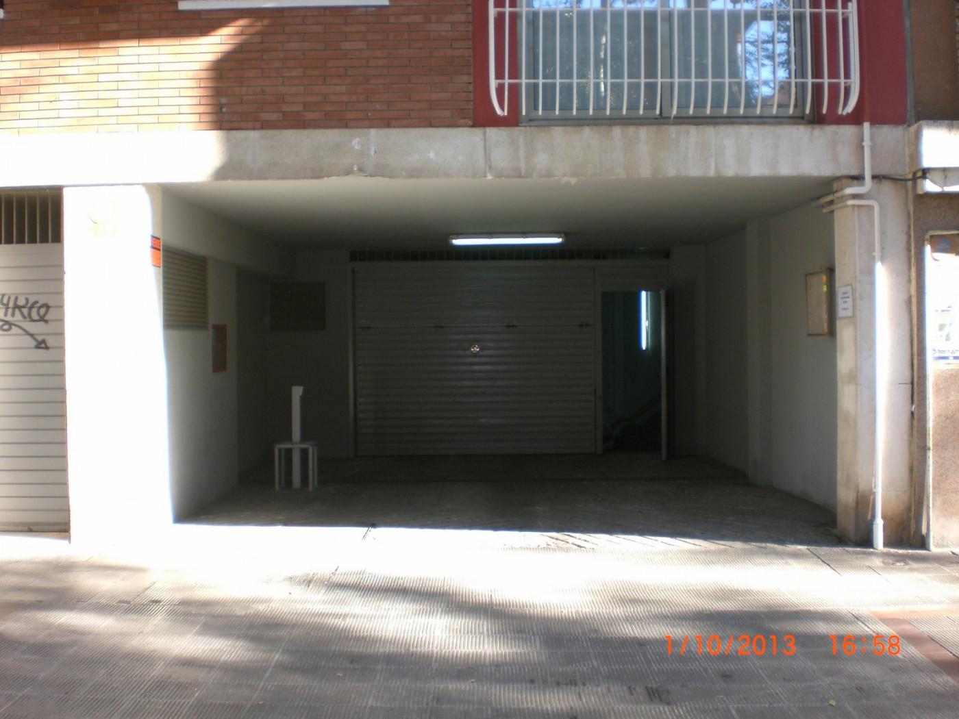 Miete Autoparkplatz  Calle narcis monturiol, 37