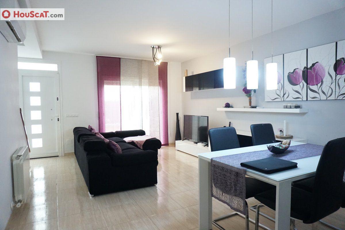 Casa  Calle carrer víctor català. Houscat.com te presenta esta casa en caldes de malavella de 141m
