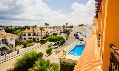 Viviendas de alquiler con piscina baratas en España