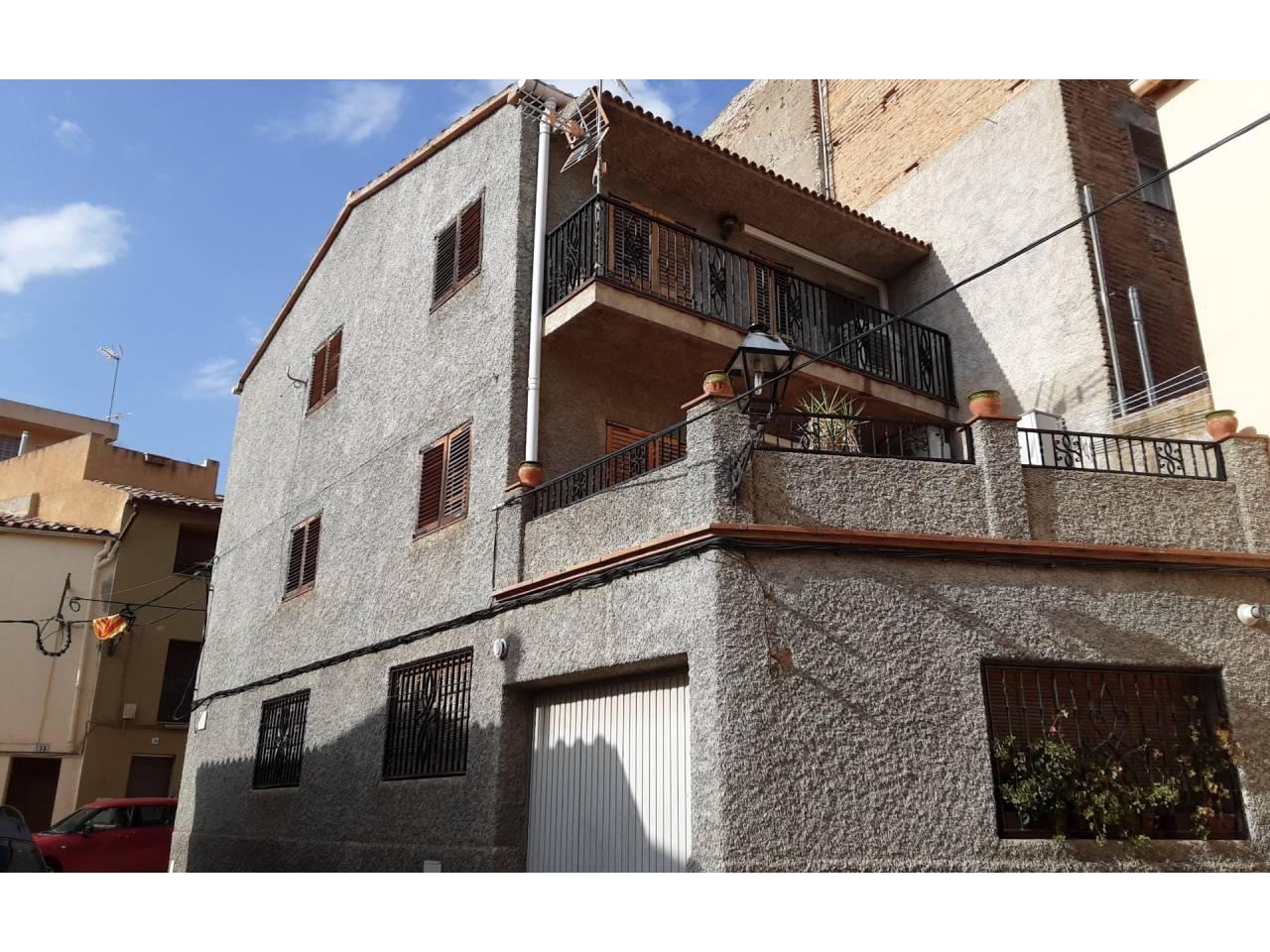 Casa  Calle piro, 25. Encantadora casa situada en el centro de gratallops , priorat .